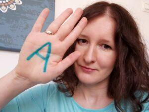 Niebądź zielony  temacie autyzmu. Wkwietniu bądź niebieski.